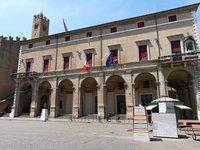 Март на площади Кавур, Римини