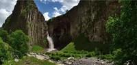 Водопад недалеко от Эльбруса