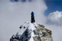 Альпинист на пике Маттерхорна