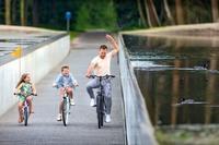 Где можно прокатиться прямо по воде: велосипедная дорожка, проложенная через пруд