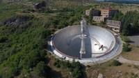 Видео: Дрон обнаружил в горах Армении гигантский радиотелескоп, построенный еще в СССР