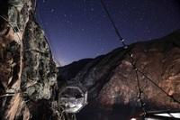 Место для ночлега: прозрачный отель на отвесной скале